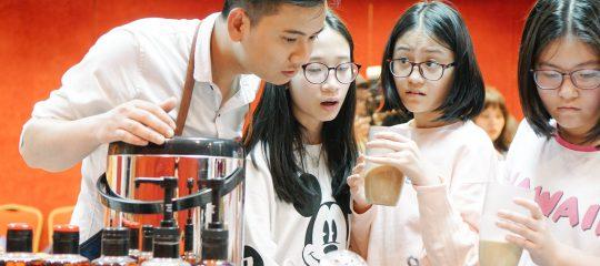 Buổi học trà sữa của các bạn nhỏ trường Nguyễn Siêu